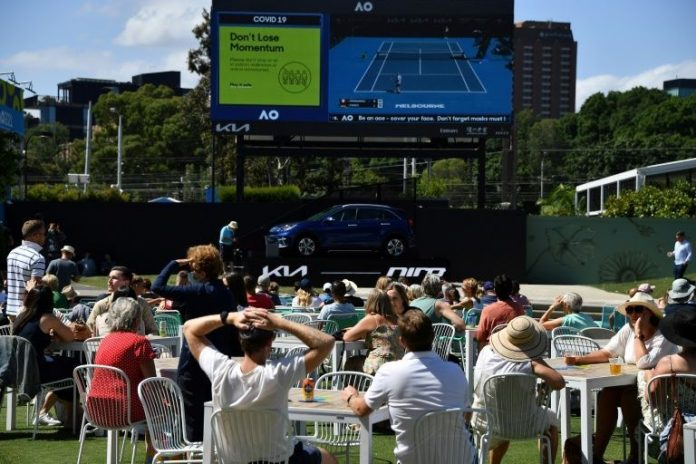 Players in 'bubble' as Australian Open continues without fans